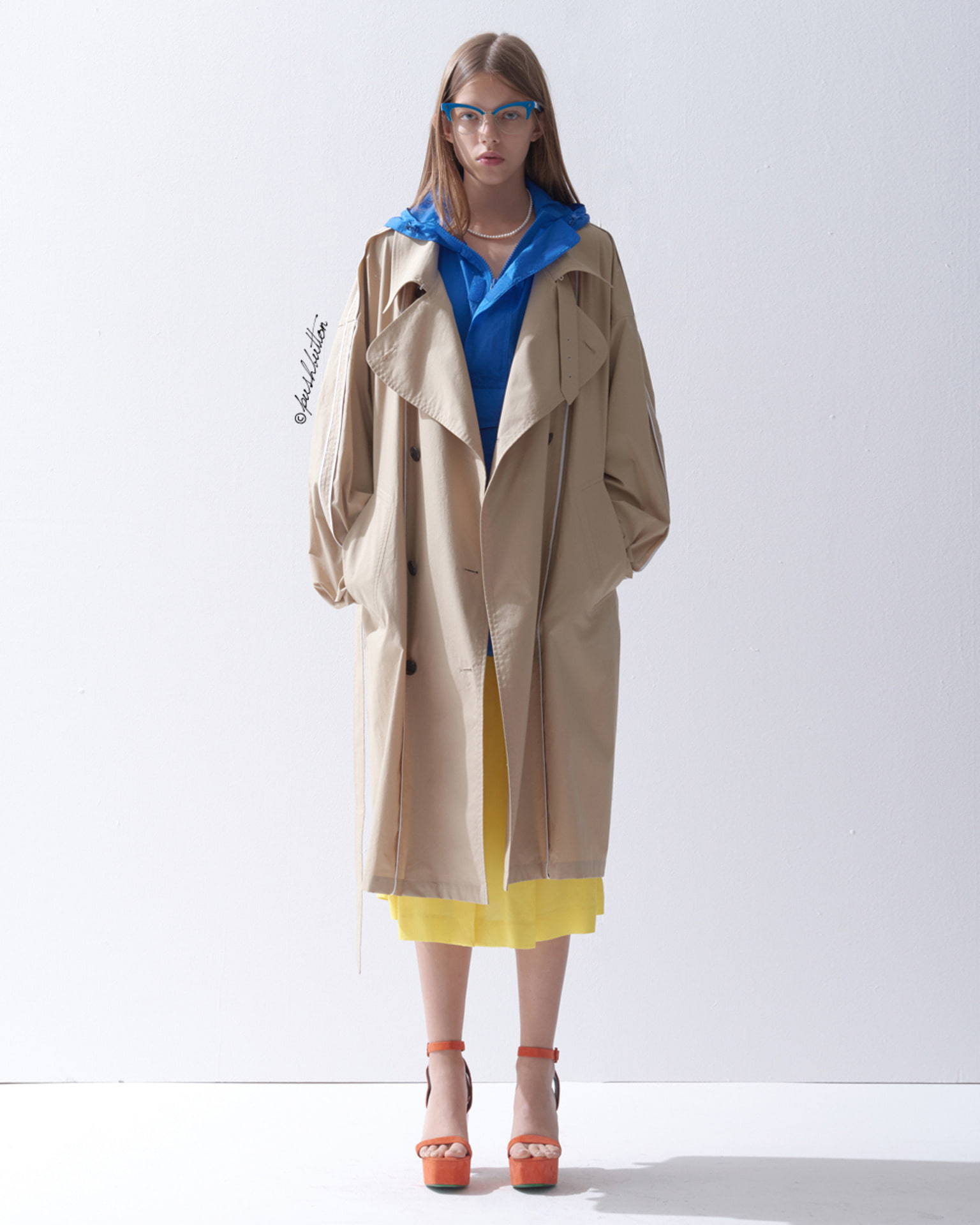 UNIQUE BINDING OVERSIZED TRENCH COAT