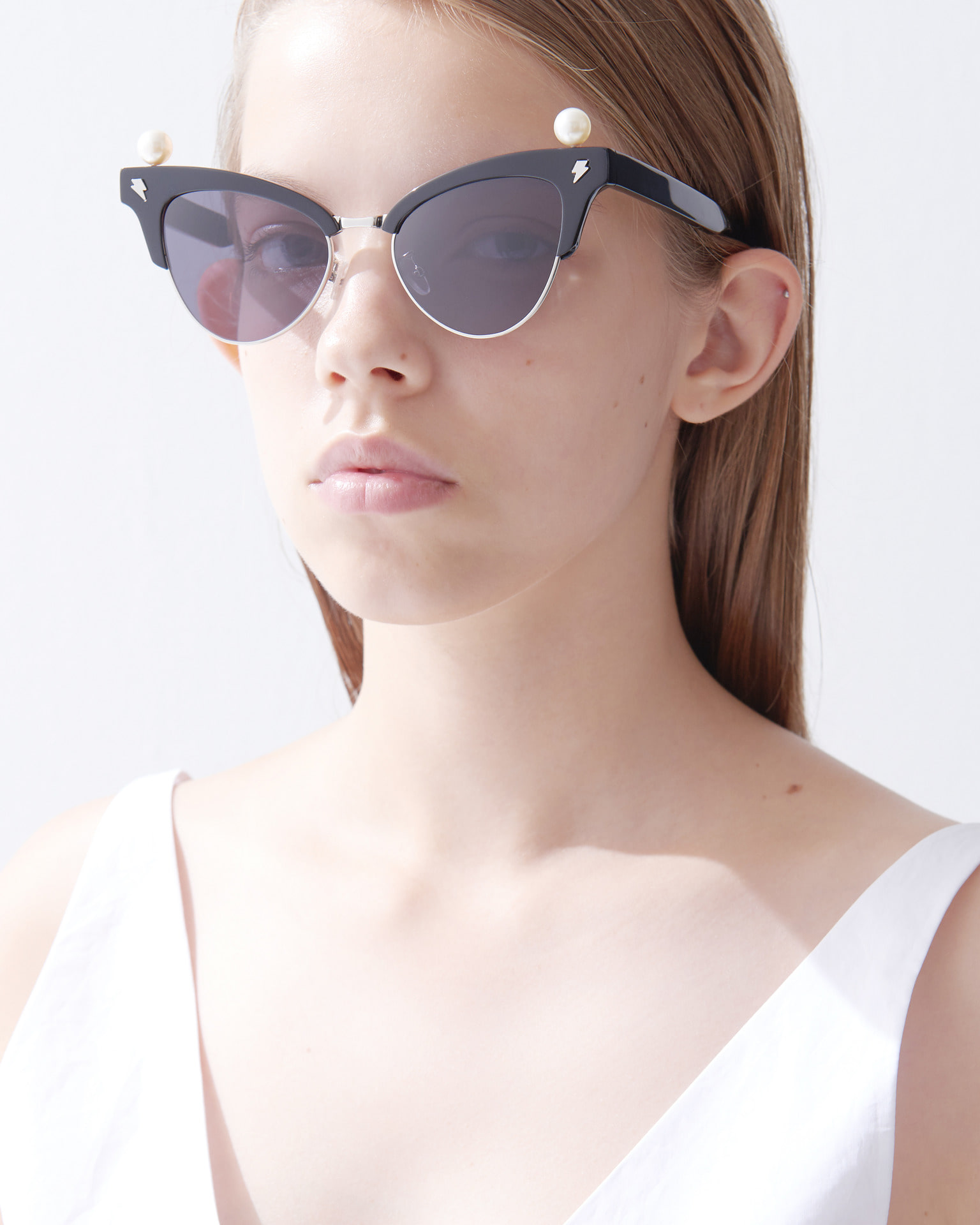 PEARL CROWN UNDER METAL SUNGLASSES