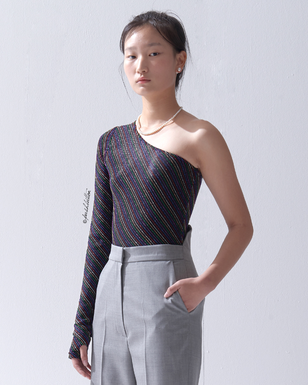 METAL STRIPE ONE-SHOULDER BODYSUIT