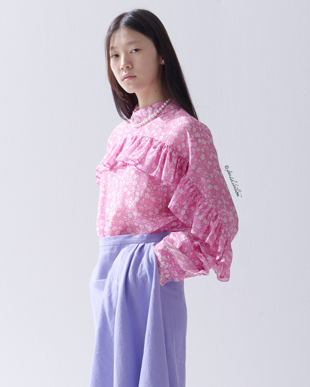 RUFFLE POINT BLOUSE