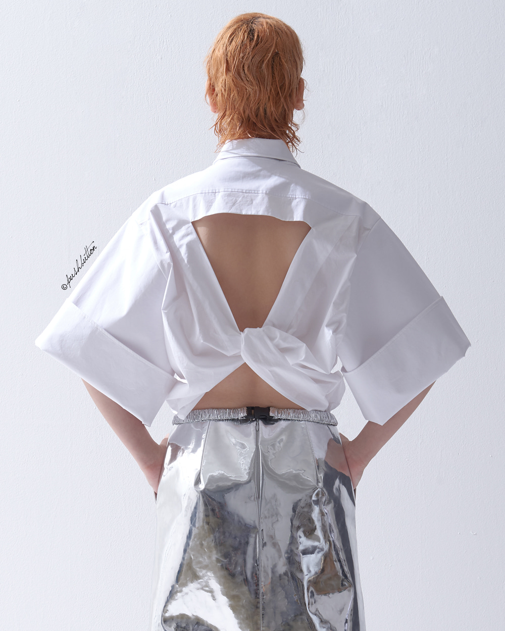 OPEN BACK-TWISTED SHIRT