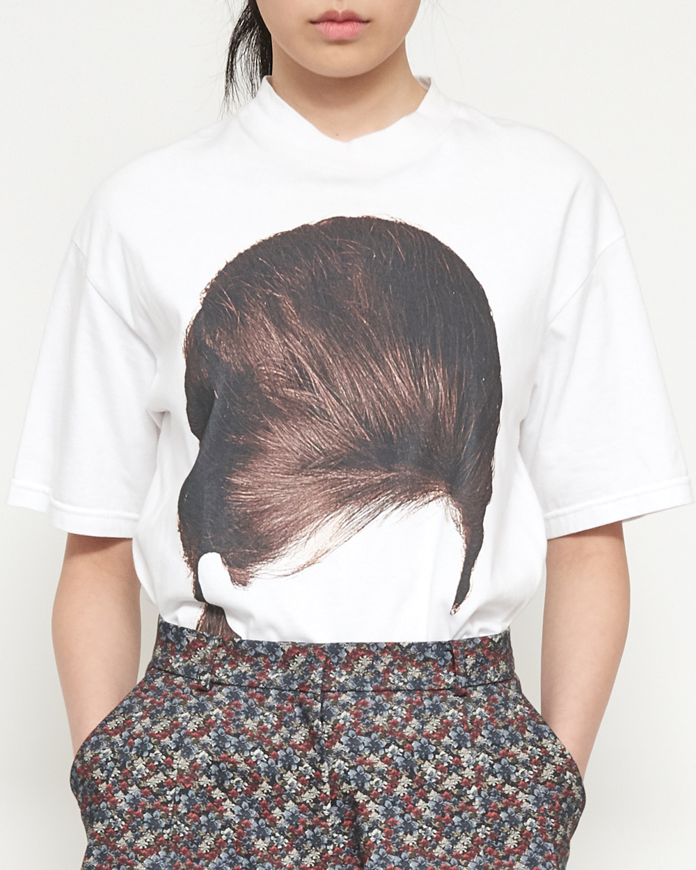 BROWN HAIR T-SHIRT