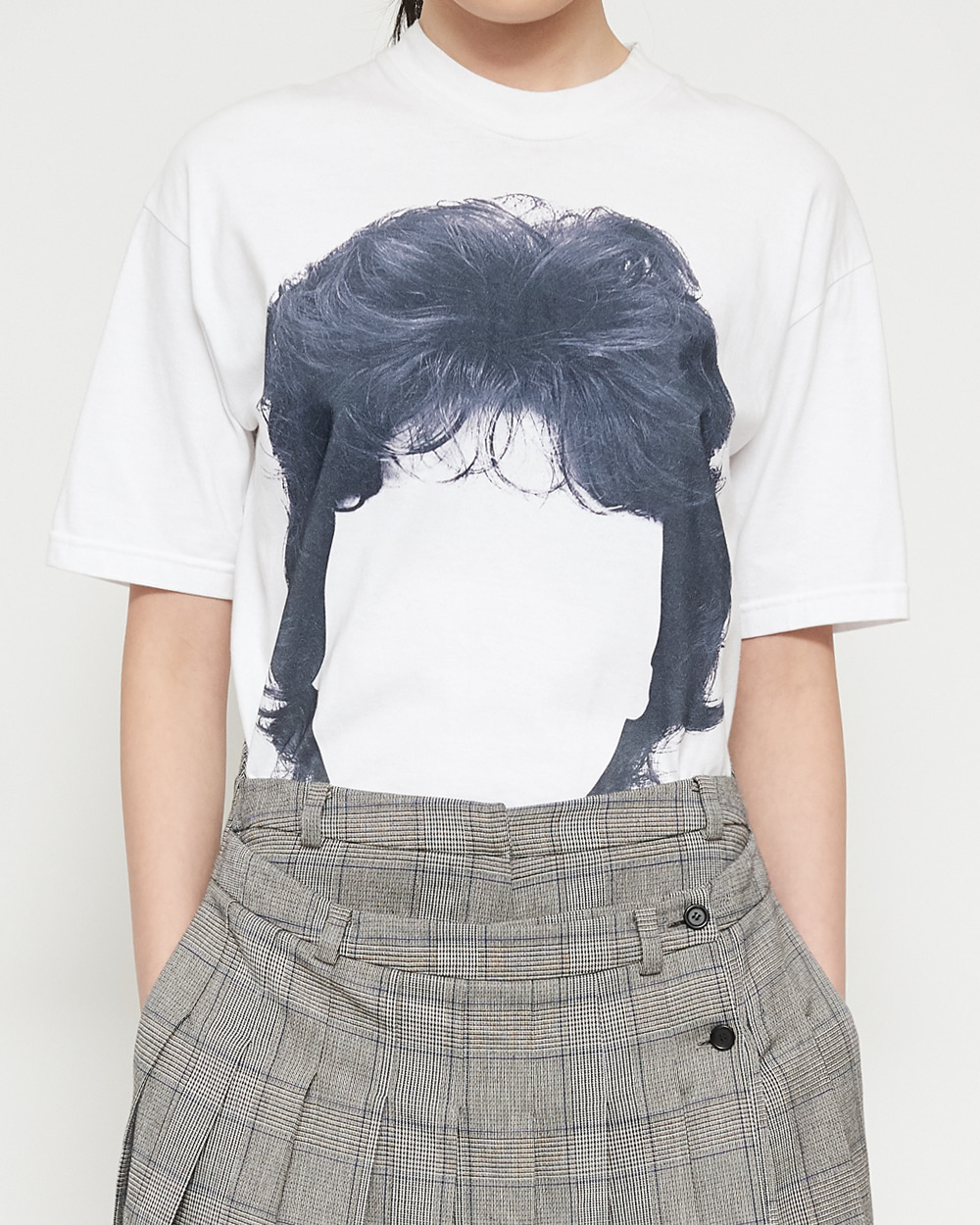 BLACK HAIR T-SHIRT