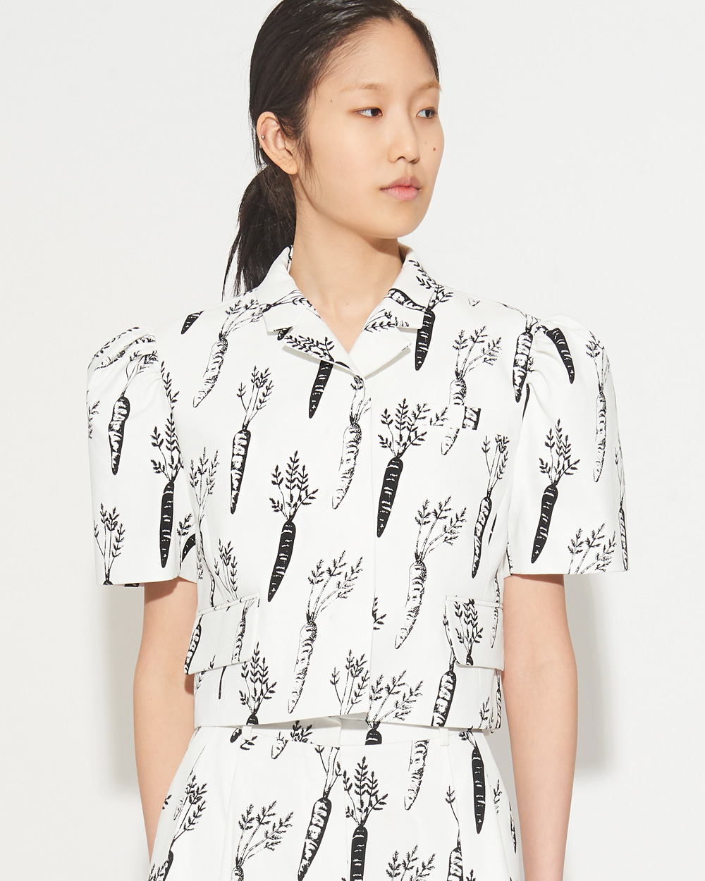 SHORT SLEEVED VOLUME CARROT JACKET