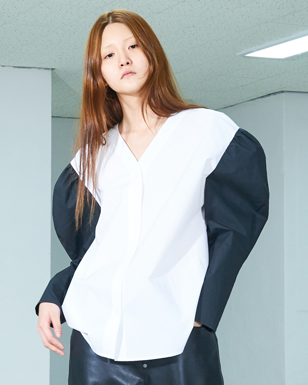PF19 PUFF SLEEVED V-NECK SHIRT