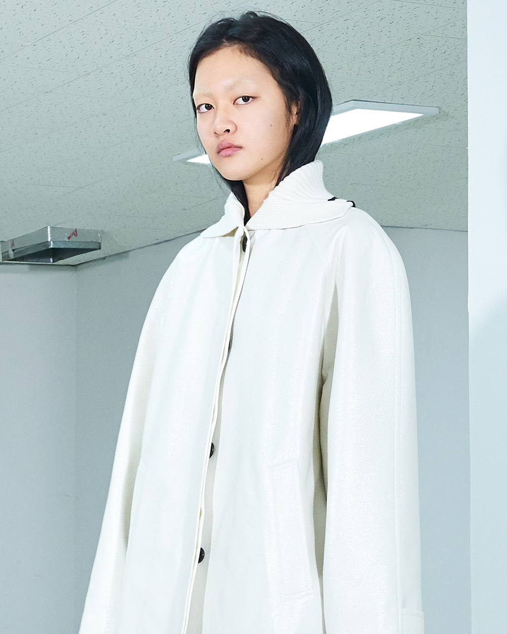 PF19 GLOSSY TURTLENECK BARREL COAT
