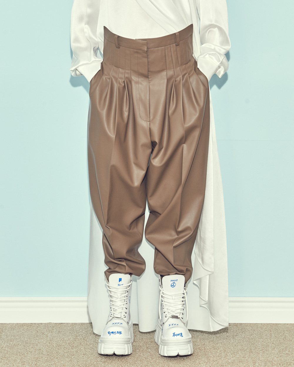 FW19 FRONT-UP PINTUCK LEATHER PANTS
