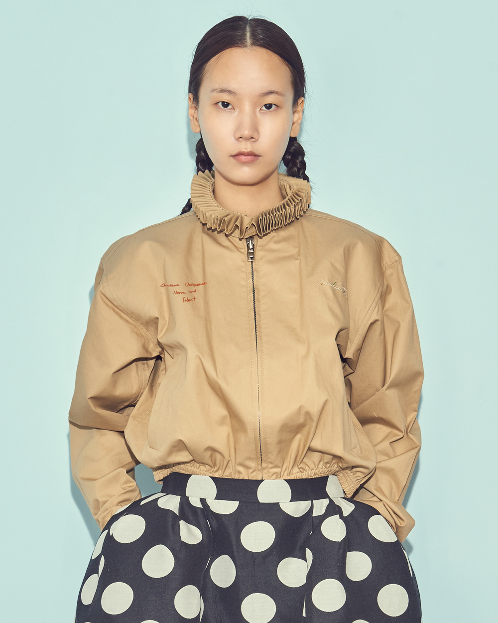 PLEATS COLLAR BLOUSON