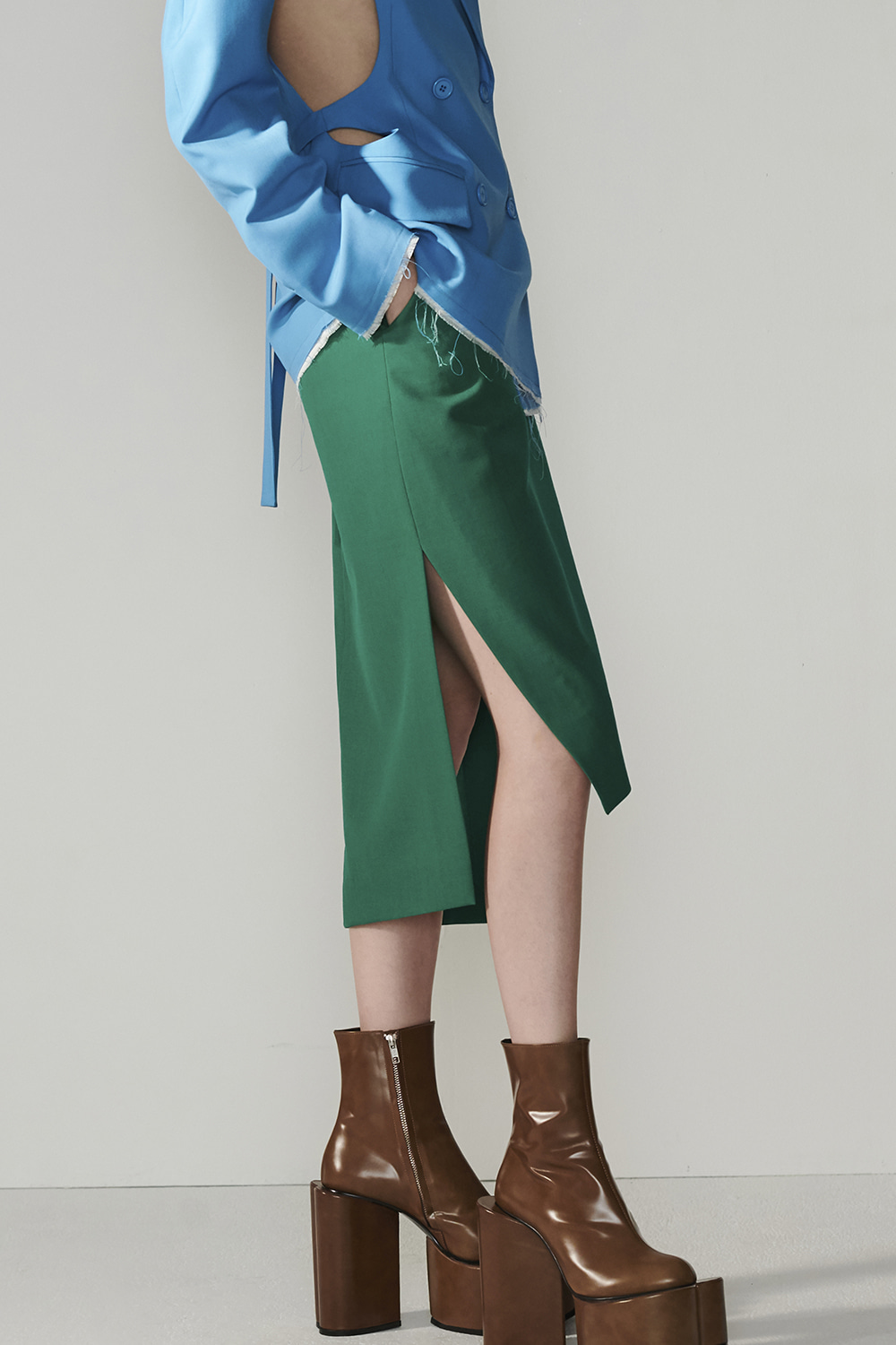SS21 DIAGONAL HEM BELTED GREEN SKIRT