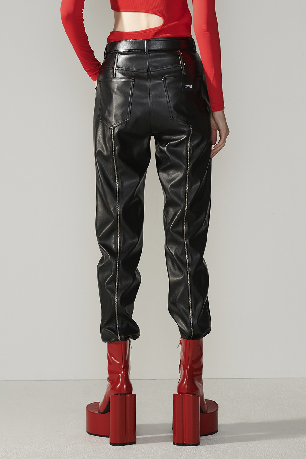 SS21 BACK-ZIP FAUX LEATHER BLACK PANTS