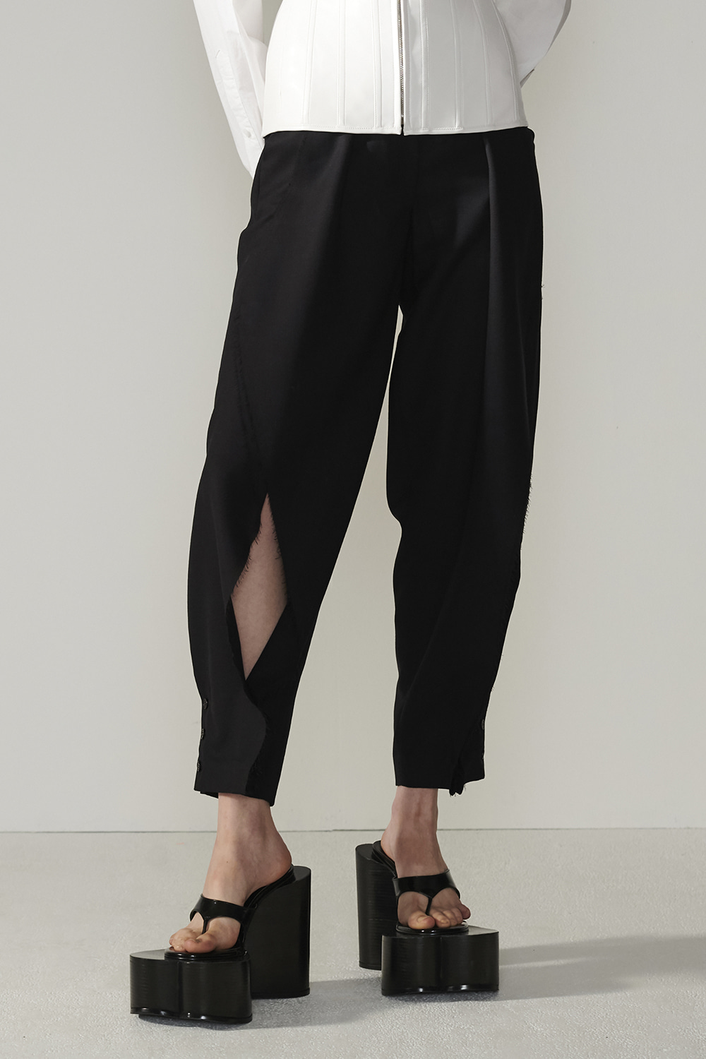SS21 BLOWING FRONT BLACK PANTS