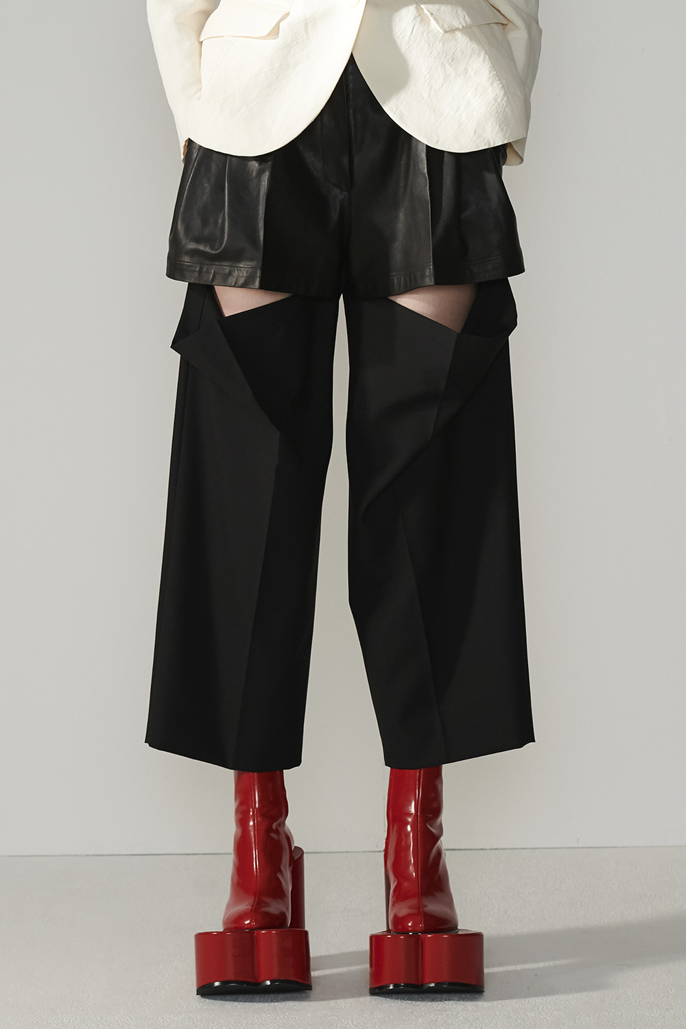 SS21 KNEE SLIT BLACK PANTS