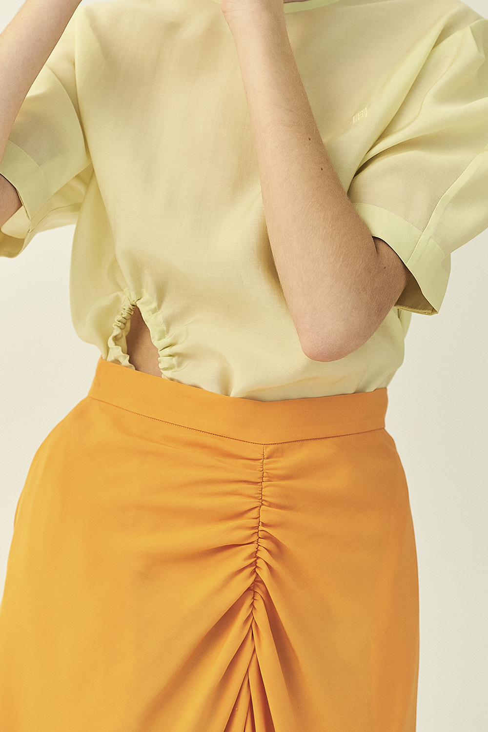 HS21 ORANGE BACK WRINKLE SKIRT
